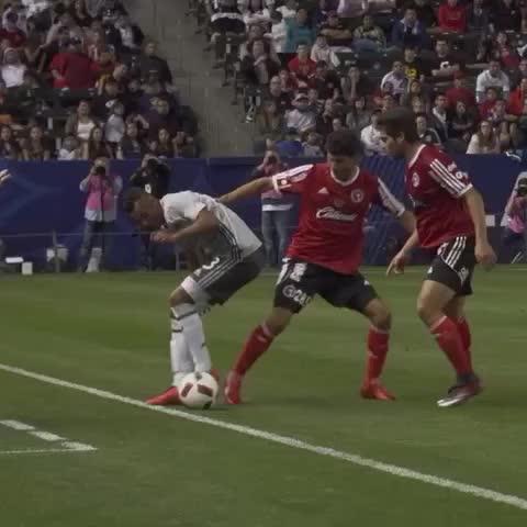 Ashley Cole pulls off Neymar-esque skill in LA Galaxy debut