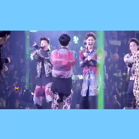 ステージが揺れまくるから爆笑するEXOちゃん可愛すぎか(´;ω;`)♡ #exo - Vine by Tw:@mi_v_mi - ステージが揺れまくるから爆笑するEXOちゃん可愛すぎか(´;ω;`)♡ #exo
