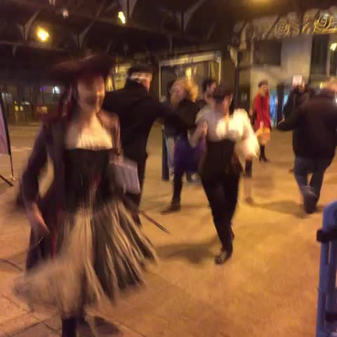 Vine by Brighton Fringe - The Brighton Ceilidh collective are taking over Brighton Station!