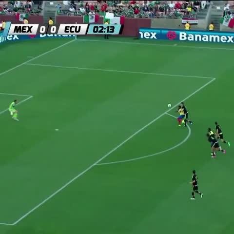 Vine by FEMEXFUT - Grandes atajadas de Jesús Corona, que evitó la caída de su arco en el partido contra Ecuador