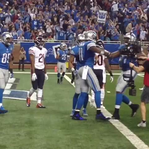 Detroit Lionss post on Vine - Megatron celebrates the touchdown! #CHIvsDET - Detroit Lionss post on Vine