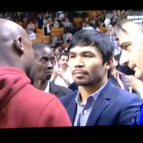 Vine by @iRepTeamHEAT - Floyd Mayweather & Manny Pacquiao talking at center court at the HEAT game. #HEATvsBucks #HEATlive #FloydMayweather #MannyPacquiao #Pacman