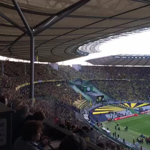 Vine by Borussia Dortmund - Unsere Kurve kurz vor Spielbeginn! // The BVB end minutes before kick-off in Berlin! #ballspielfinale