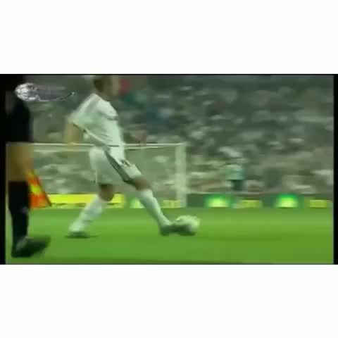 What an amazing pass by Beckham with a great finish by Zidane #beckham #Zidane #RealMadridvines #realmadrid - Vine by Real Madrid Vines - What an amazing pass by Beckham with a great finish by Zidane #beckham #Zidane #RealMadridvines #realmadrid