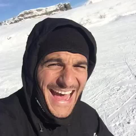 Vine by Amir - #6MoiDeJam sur ma chanson préférée de Noel, et sous la neige! #JingleBells #ForeverGelé cc @forev_gentlemen