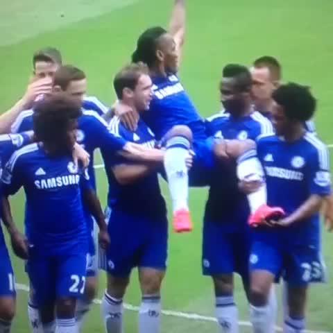 Vine by PipeSierra27 - Drogba, #Chelsea se rinde ante ti.