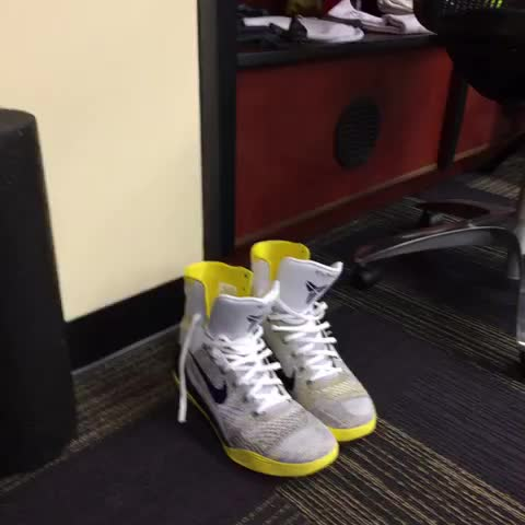 Vine by Arash Markazi - Lakers-Thunder on ESPN in 20 minutes.