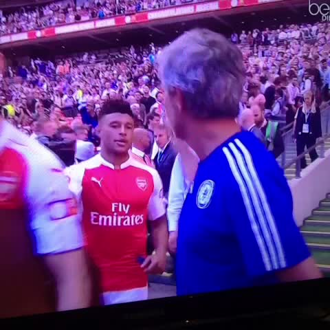 Vine by Y 0 Λ N N - #Wenger ignore #Mourinho et Mourinho ignore Wenger !