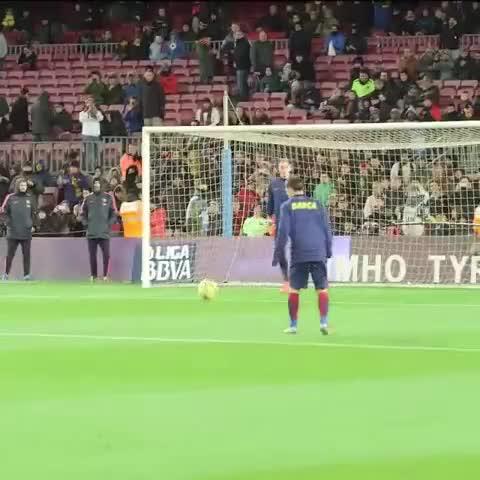 Vine by FC Barcelona - Warm up by Leo Messi. Full video: fans.fcbarcelona.com #VineFCB #FCBarcelona #Messi #goal