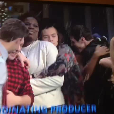 Vine by itsme__c - THAT WOMAN BEING SNUGGLED BY HARRY. U WIN LADY OK