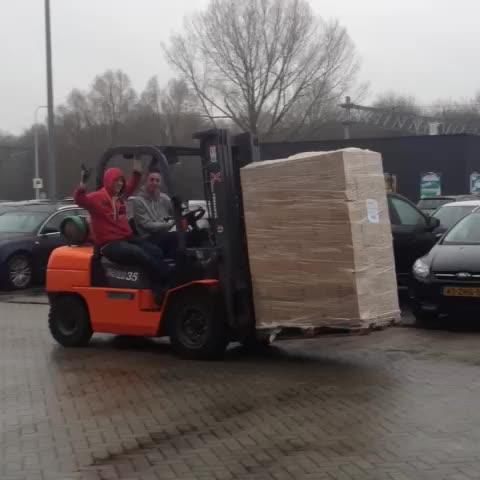 Daar gaan de jongens van @Noorderpoort weer, deze keer met 4800 kg suiker van #Suikerunie #vb14 - Vine by Janke de Haan - Daar gaan de jongens van @Noorderpoort weer, deze keer met 4800 kg suiker van #Suikerunie #vb14
