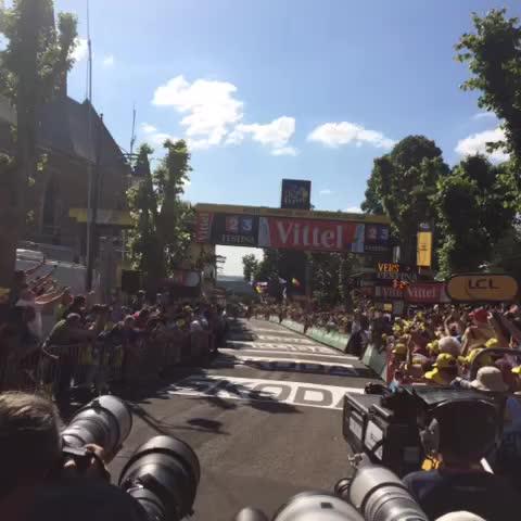 Vine by Le Tour - Purito Rodriguez remporte la 3ème Etape / wins stage 3! #TDF2015