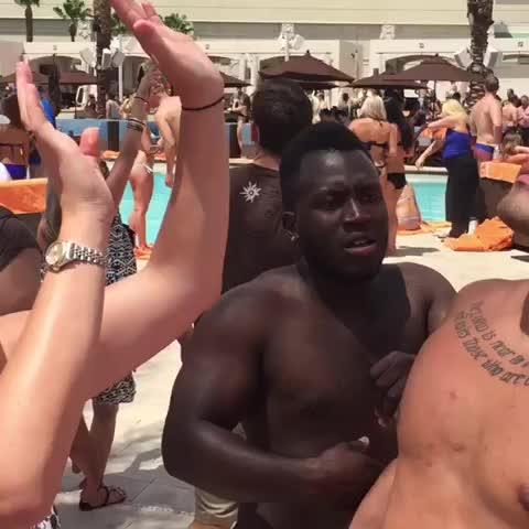 Vine by Jerry Purpdrank - The only way to get through big crowds In Vegas #VegasSeason Daylight Beach Club  w/ Sunny Mabrey, Matt Cutshall, Arielle Vandenberg