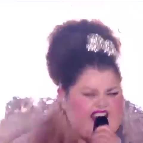 Vine by Sr_Zeta - La verdadera actuación de Serbia en #Eurovision. #Edurnevision