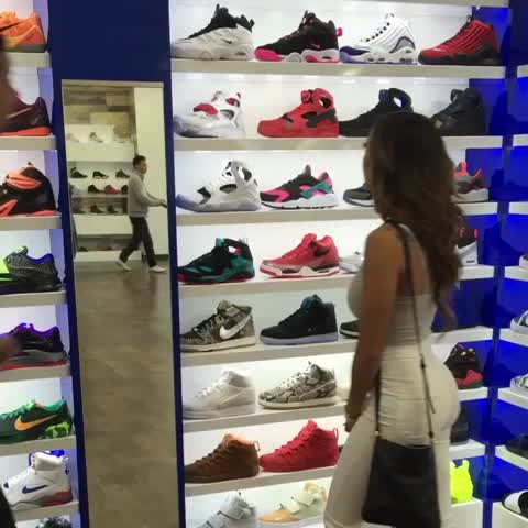 Vine by Liane V - Those annoying workers when you shop😒😂 MelvinGregg