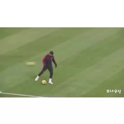 Happy Birthday to the legendary Ronaldinho ???? - Vine by Top Soccer Skills™ - Happy Birthday to the legendary Ronaldinho 👌