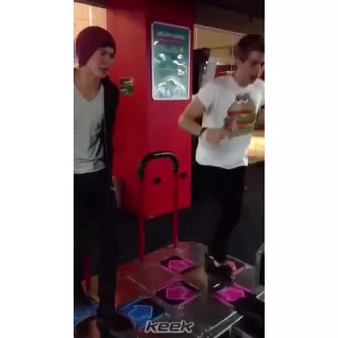 Vine by 5sos keeks ♡ - when your friend had too much to drink