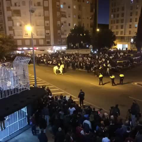Así lucen los aledaños de Mestalla a dos horas de que arranque el @valenciacf @sevillafc - Vine by Jordi - Así lucen los aledaños de Mestalla a dos horas de que arranque el @valenciacf @sevillafc
