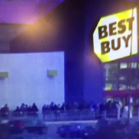 JeremyGoodwins post on Vine - Time Lapse video of first 2 minutes after doors opened at Best Buy in Topeka tonight at 5pm. #wibw #kswx - JeremyGoodwins post on Vine