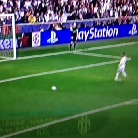 Ronaldo scooping Neuer after the whistle - Michael Porfirios post on Vine