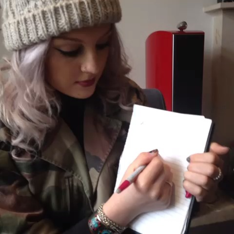 Look... Magic pen! Perrie & leigh <3