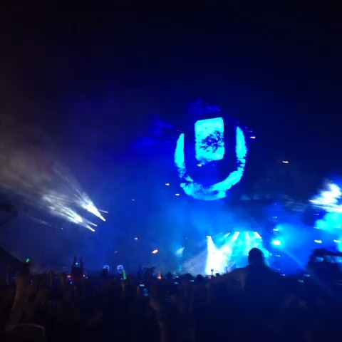 CollegeEDMs post on Vine - Raising Weapons with @Deadmau5 #ULTRA15 - CollegeEDMs post on Vine